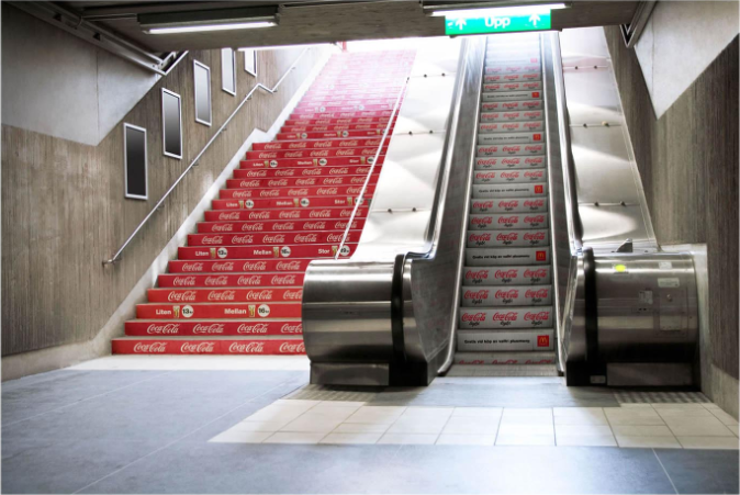 coca cola street marketing escaleras
